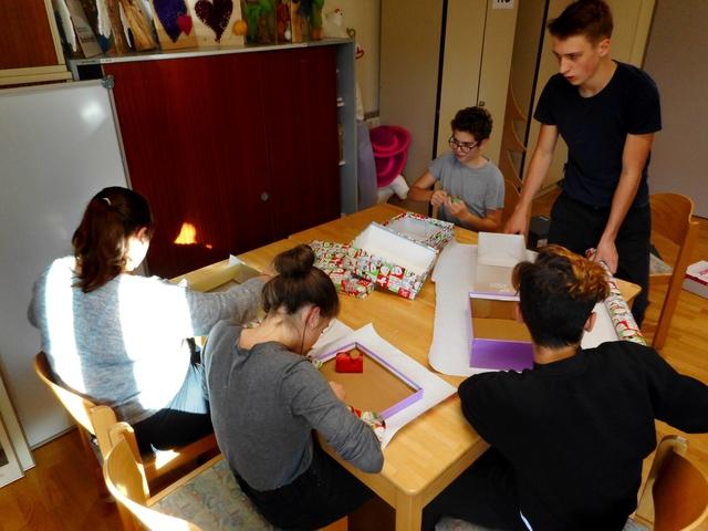 polytechnische schule altenmarkt weihnachten im schuhkarton. Black Bedroom Furniture Sets. Home Design Ideas